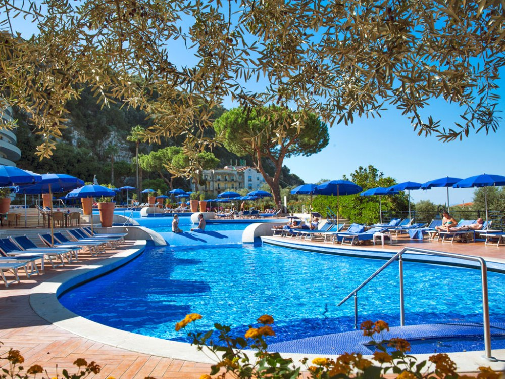 outdoor-pool-1024x768