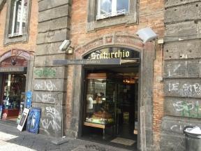 Scaturchio: storica pasticceria in piazza San Domenico Maggiore, centro storico