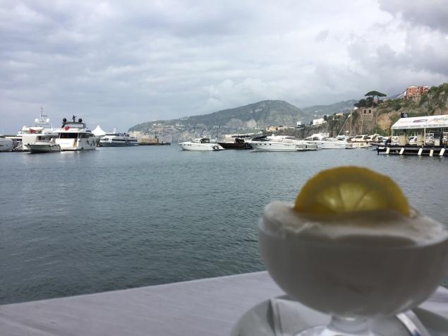 Ruccio è speciale anche per un gelato vista mare