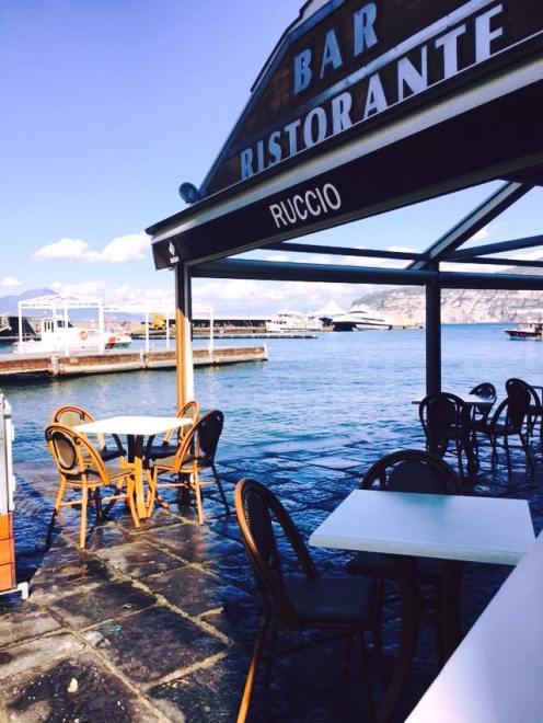 L'ingresso che si affaccia sul porto di Sorrento